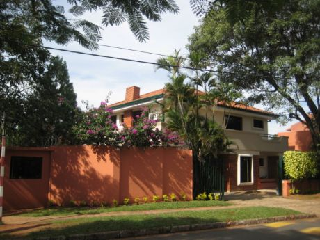 Barrio 100% Residencial, Los Laureles, Casa 3 Dorm. Escrit. Piscina. Cod: Alc229
