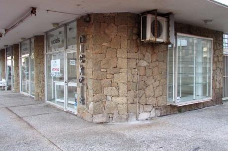 Local Comercial Con Amplia Vidriera En Gorlero