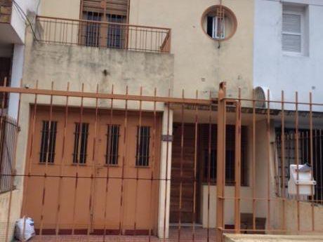 Vendo Casa P. Domus Y Rbla 2 Plantas Frente Y Fdo 3 Dorm Gge