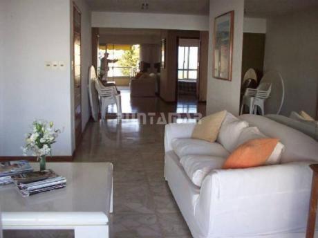 Excelente Apartamento Con Vista A La Mansa, En Complejo De Gran Categoría Con Amenities.  Living Comedor, Terraza Al Frente, 3 Dormitorios, 2 Baños.