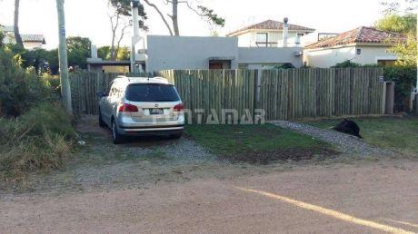 Dos Dormitorios Con Vestidor Y Aire, Todo Cercado, Parrillero Techado, Nueva
