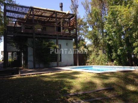 3 Dormitorios En Suite En Planta Baja, Living Comedor Con Toilette Y Terraza Con Parrillero En Planta Alta, Jardin Con Pileta