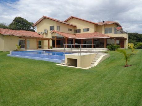 Espectacular Casa En Venta Cond. Colinas II Zona Urubo