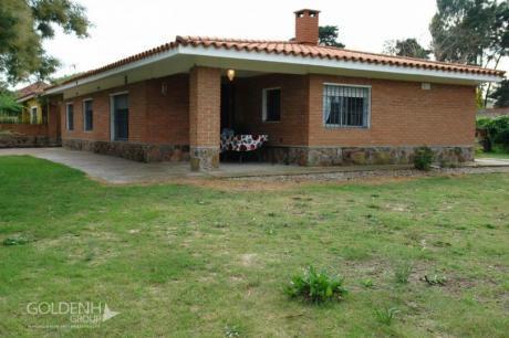 Destacada Residencia En Lomas De Solymar, Completamente Reciclada Y Con Amplias Comodidades.