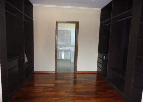 Preciosa Residencia A Estrenar Con 4 Dormitorios Barrio Mcal Estigarribia