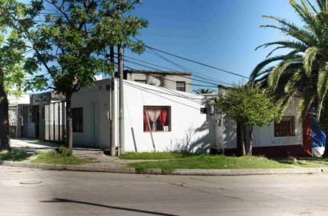 2 Casas + Local Comercial - A Metros De Av.carlos María Ramírez
