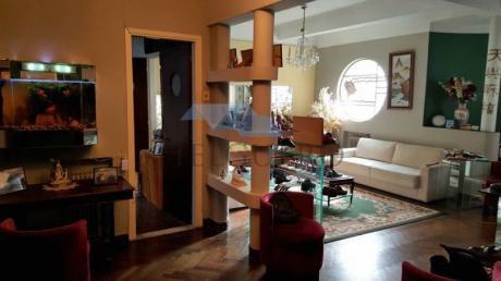 Casa De 220 M2 En 600 M2 De Terreno, Más De 4 Dorm, 2 Baños, Fondo.
