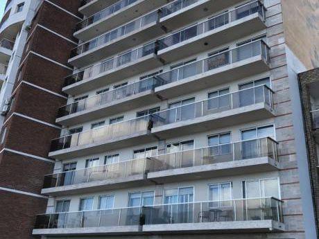 En Venta Apartamento En Alquiler Por Un Año En La Zona Malvín Sobre La Rambla