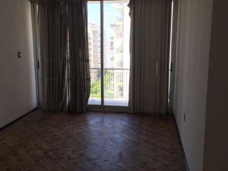 Apartamento En Venta En Pocitos 3 Dormitorios 2 Baños