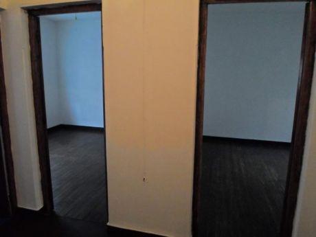 Pleno Centro! 2 Dorm, G.c. 2.500, Amplio Y Cómodo! Escaleras