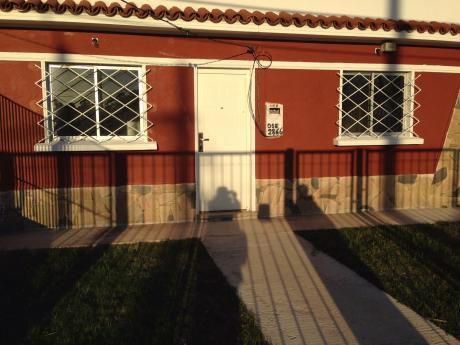 Alquiler Casa De 2 Dormitorios Cohera JardÍn Y PequeÑo Fondo