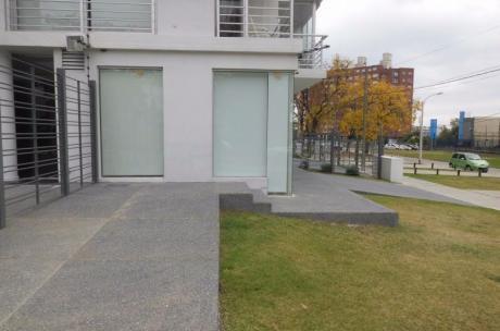 Edificio Okada V & V, Valiente Y Valencia