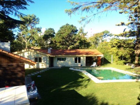 Acepta Permutas Espectacular Casa 4 Dormitorios Playa Mansa - Punta Del Este