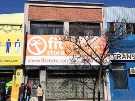 Local En Venta Y Alquiler En Calle Paysandú