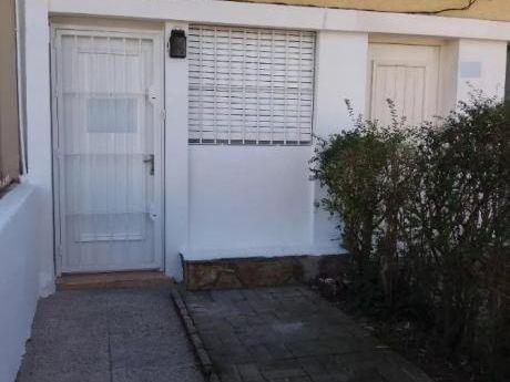 40mts+patio Comodoro Coe Y Jose Batlle. Tipo Casita