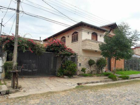 vendo casa en ycua sati a cuadras de santa teresa y a dos de madame loading