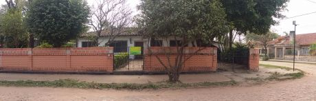Limpio, Costa Azul: Casa Amurallada En Esquina, Con Amplio Terreno De 640 M2!