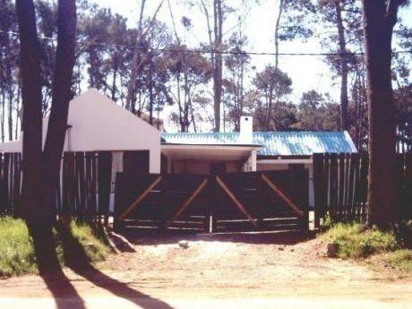Fresca Casa En Alquiler Y Venta , Con Pileta En Montoya, La Barra
