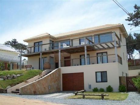 Importante Casa En Alquiler Y Venta Recientemente Construida Con Vista Al Mar En Lo Mejor De Montoya, La Barra.