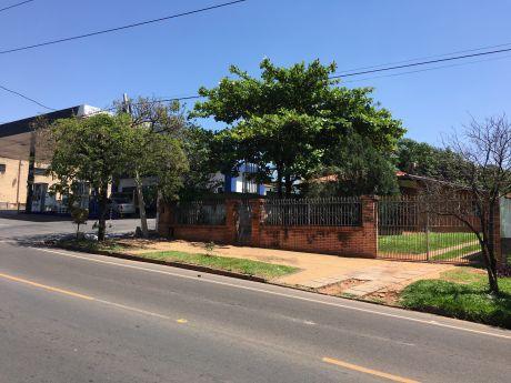Vendo Casa Sobre La Avda. Avelino Martinez, San Lorenzo