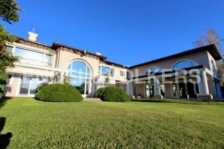 Casa En Venta En Montevideo - Carrasco