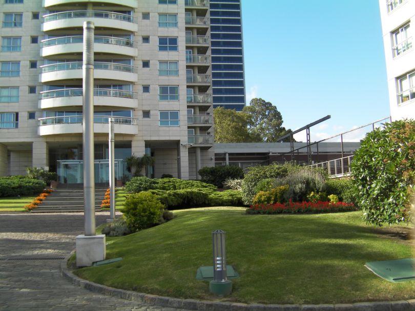 Torres NÁuticas, Unico Apartamento Con Dormitorios Grandes