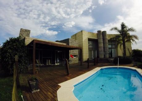 Se Alquila Hermosa Casa En El Pinar A Metros De La Playa