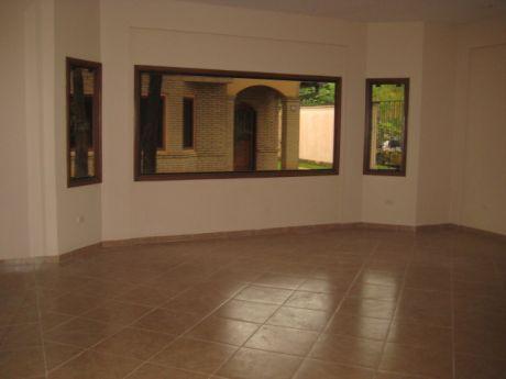 En Condominio, Barrio Mburucuya, Casa 3 Dormitorios, A Dos Cuadras De J. Correa