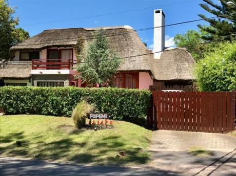 Hermosa Casa En Pinares De Punta Del Este Para Disfrutar Todo El Año.
