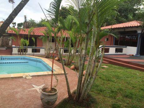Hermosa Residencia En Barrio San Vicente