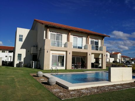 En Alquiler Hermosa Casa En Santa Cruz De Las Colinas