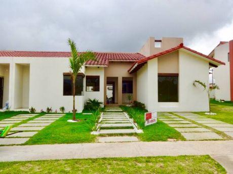 Muy Linda Y Confortable Casa A Estrenar En Condominio (urubo)