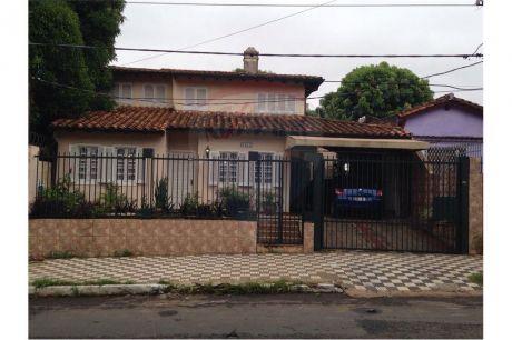 Amplia Casa Con Piscina - Barrio San Roque