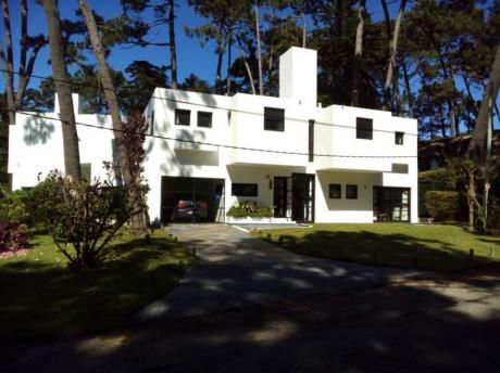 Alquiler Temporario De Casa 3 Dormitorios  En Punta Del Este