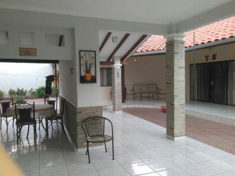 Vendo Hermosa Casa Entre 3ro Y 4to Anillo De La Av. Paragua