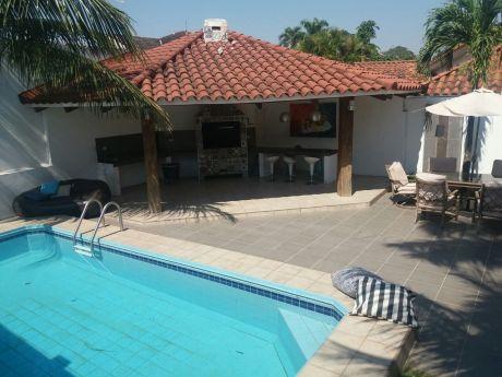 La Casa De Tus SueÑos Y En Una De Las Mejores Zonas De Santa Cruz!!!