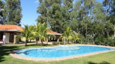 Casa Con Amplio  Jardín Condominio Cerrado.