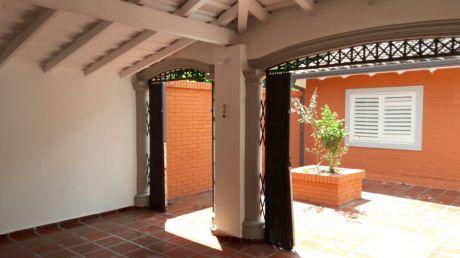Alquilo Casa Ideal Para Oficina O Vivienda!!! A 4 Cuadras De Mcal Lopez !!!