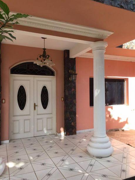 Vende O Alquila Casa De 4 Pisos Con Ascensor Zona Colegio Sek LambarÉ