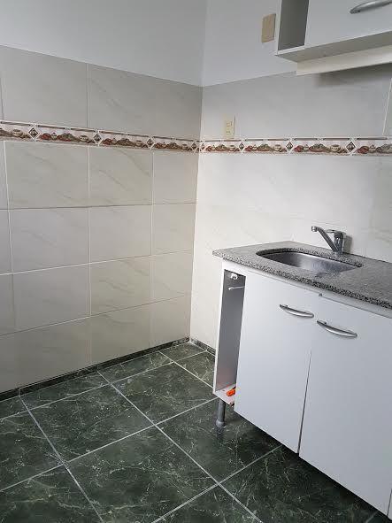 Apartamento Muy Soleado, Con Pequeño Patio, Acceso A Azotea