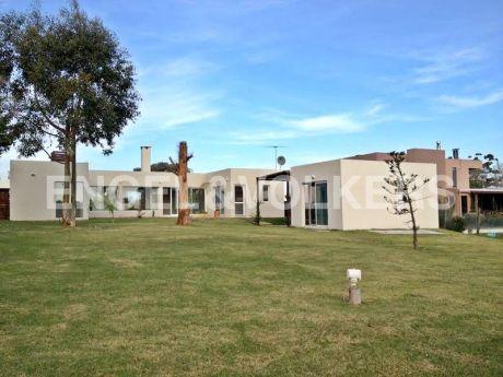 Hermosa Casa Para Pareja O Familia De Tres En Venta Con Renta