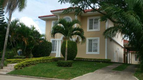 Casa En Condominio Jardines Del Urubo 1
