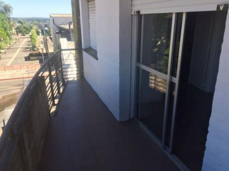 Apartamento En Excelente Estado En Zona Céntrica De La Ciudad De Rivera