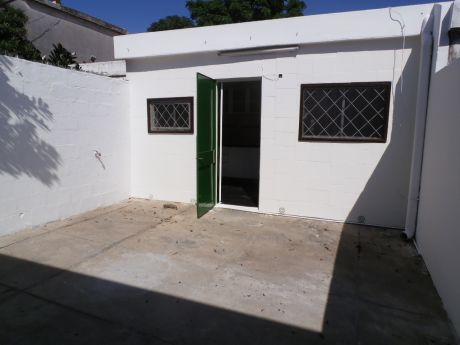 Casa Mas Apartamento Alquilado En Bolivar