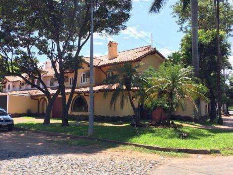 Vendo Casa En Excelente UbicaciÓn En Ycua Sati, Zona Colegio Goethe