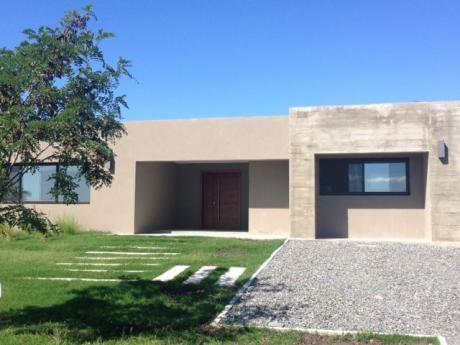 Estrene Estupenda Casa En Viñedos De La Tahona