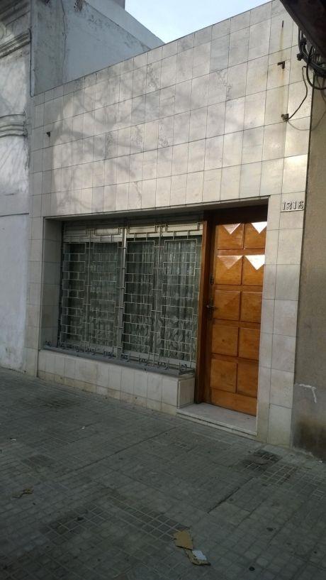 Buena Casa,2 O 3 Dormitorios.barrio Aguada