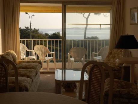 Luminoso Apartamento Sobre Playa Mansa Con Preciosa Vista Al Mar
