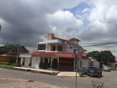 Casa En Alquiler En Av. Paragua 3er Y 4to Anillo Para Vivienda O Empresas