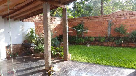 En Venta Amplia Casa En Villa Elisa